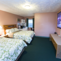 Hunnewells-Cottages-Double-Queen-Interior-Avon-Park-Resort-Hotel